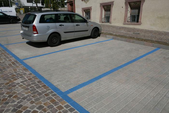 Parkplatz mit Betonpflastersteinen