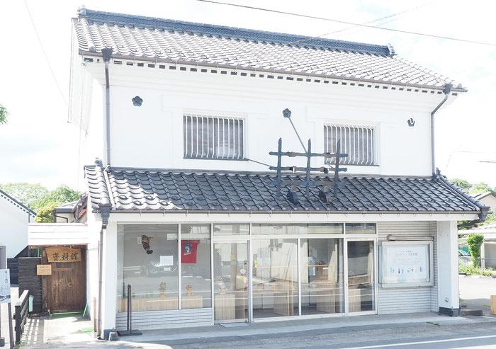 宮城県登米市登米町の蔵造り商店街で進める空き家再生のディスプレー計画
