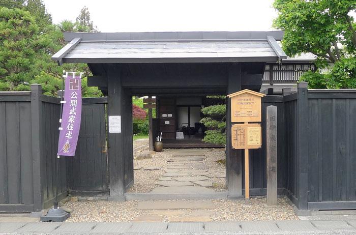 青森県弘前市仲町伝統的建造物群保存地区の青森ヒバの木工看板
