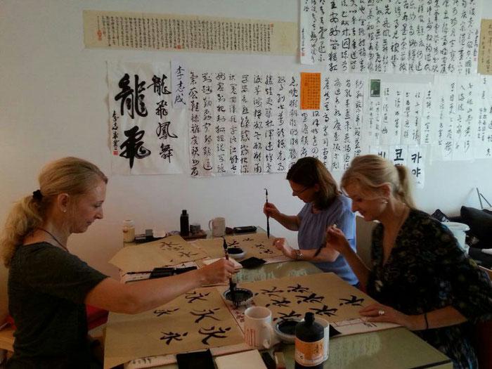 Während eines Kalligraphie-Kurses