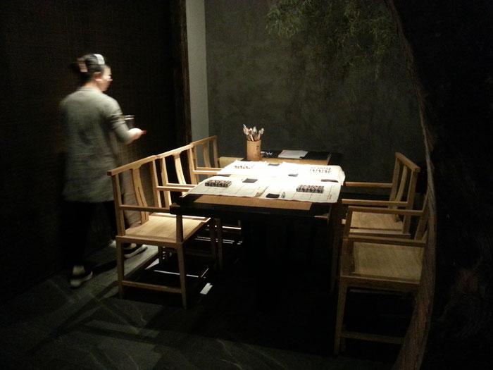 Kalligraphie-Kurs in einem chinesischen Teehaus, Shanghai.