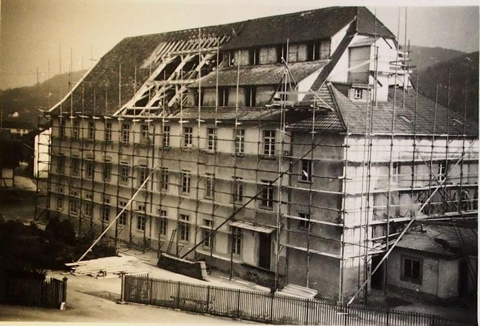 Das grosse Gebäude bei der oberen Fabrik in der Bauphase.