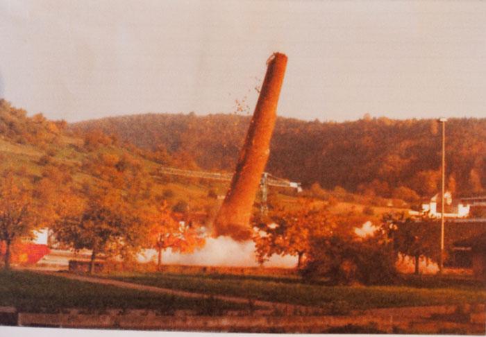 Sprengung des letzten Hochkamins 1982. Bild: Max Hofer