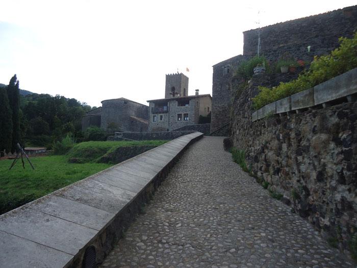 Крепость. (Ла-Гарроча - деревня Санта Пау)