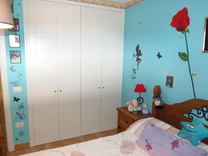 Einbauschrank, Wandfarbe und Bett haben sich nach der Renovierung geändert siehe Bild oben.