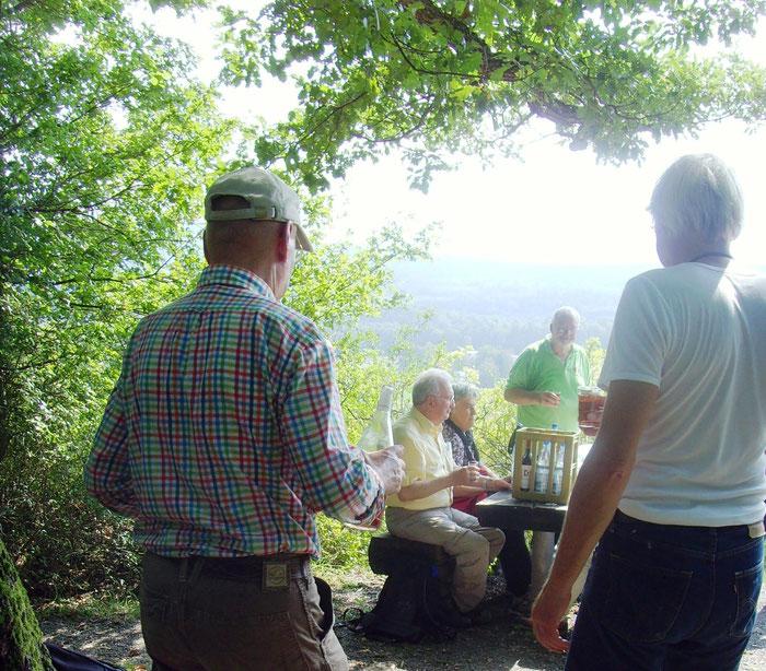 Rast auf dem Diefenbacher König, Aussichtsplattform, Schutzhütte