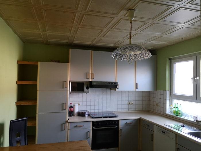 Helle Küche im Erdgeschoss.