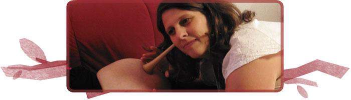 Hebamme Nicole Junker in der Hebammenpraxis Fichtennest bei einer Vorsorgeuntersuchung