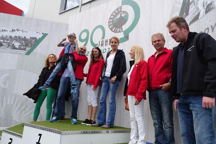 Der Nürburgring ist auch immer wieder ein beliebtes Ausflugsziel ...