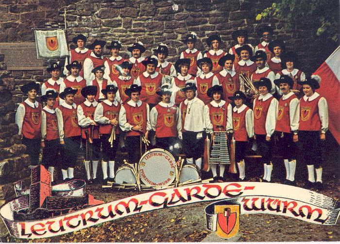 1977 vor der Burg Liebeneck - nun mit Schalmeien