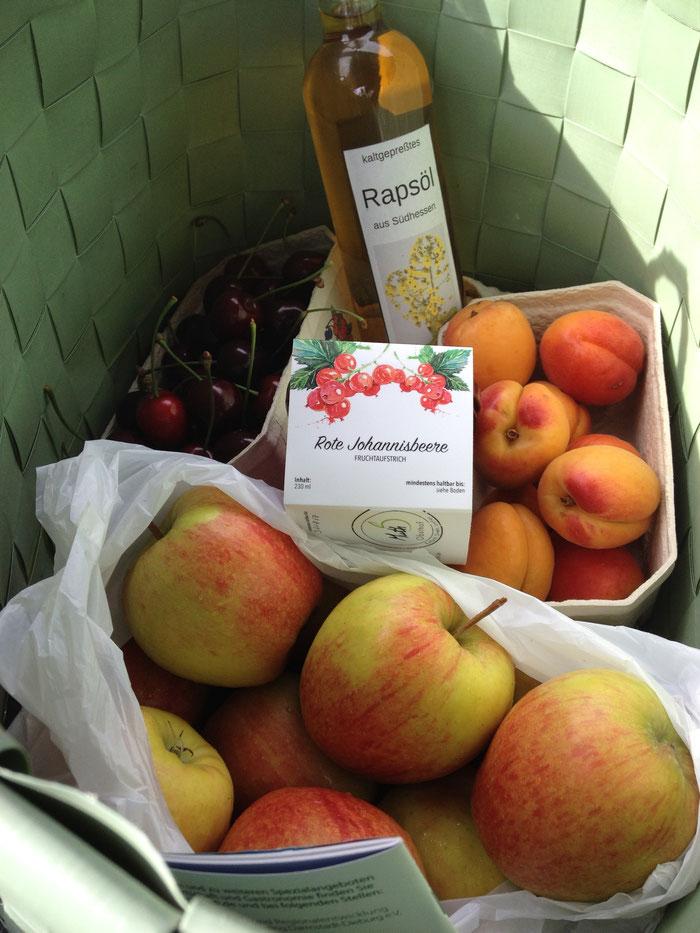 Verschiedene Sorten Äpfel, Kirschen und Beerenobst aus eigenem Anbei gibts in toller Qualität beim Obsthof Muth.