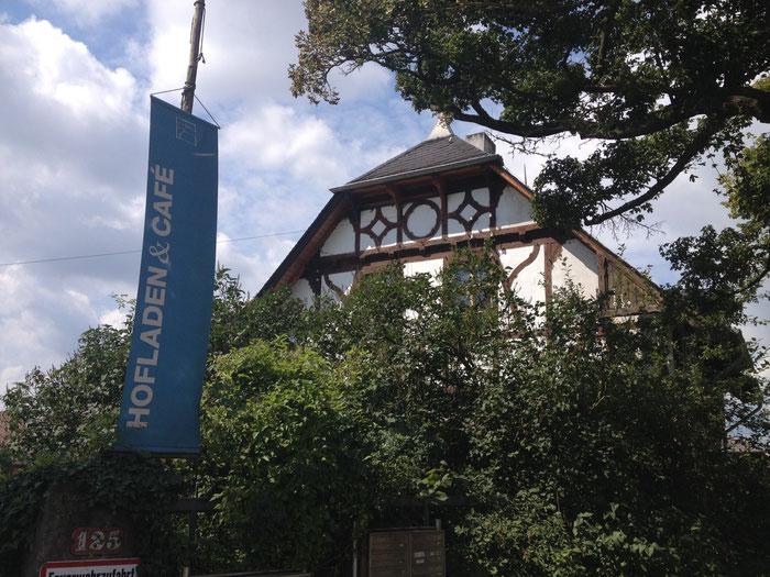 Der Eingang zum Hofgut Oberfeld in Darmstadt.