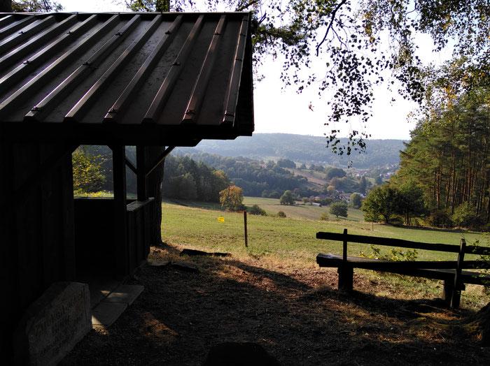 Blick ins Tal auf Weiten-Gesäß von der Zuckerbuckel-Hütte.
