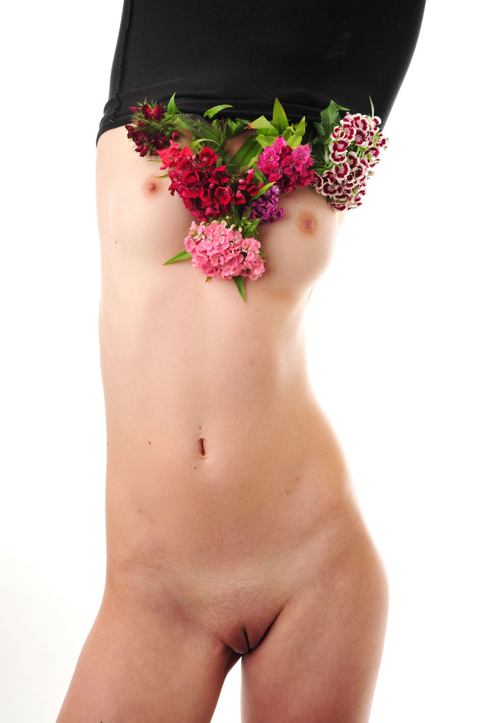 "2019: ""naked FLOWER"" - limited Edition of 3 - 80x120cm 