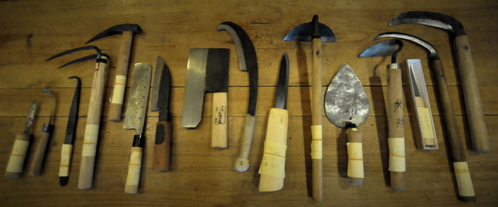大橋弘さんが全国の取材で集められたものをお借りしました、全国の昔ながらの刃物たち