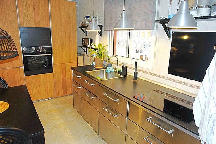 hochfertige Küche aus rostfreiem Edelstahl.