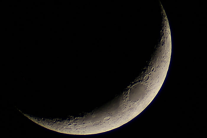 Mondsichel (14 Prozent beleuchtet) mit Mare Crisium