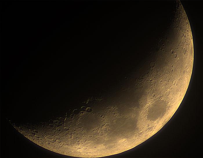 zunehmender Mond mit Krater Trio am Terminator