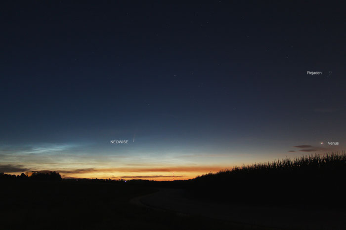 Komet Neowise mit Venus und Plejaden