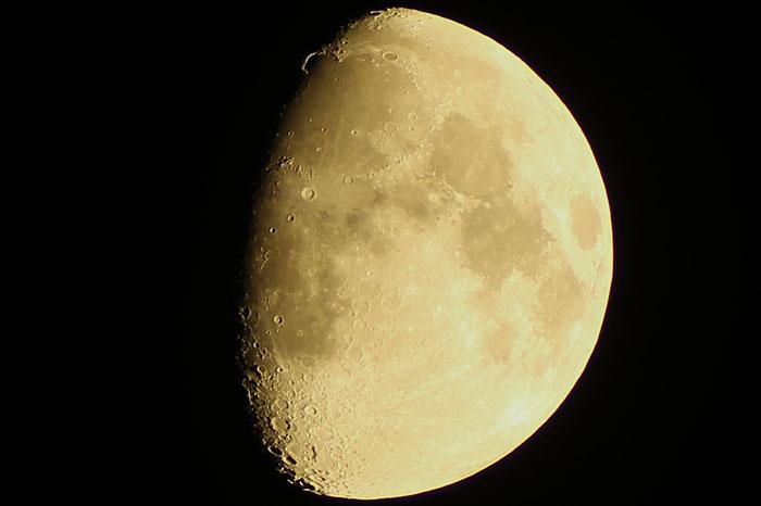 Mond, Goldener Henkel, Sinus Iridum