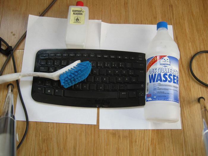 Tastaturreinigung, hier eine Funk-Tastatur, Lichterfelde, Dahlem...