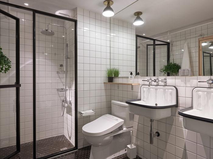 Плитка в виде сот в интерьере ванной комнаты