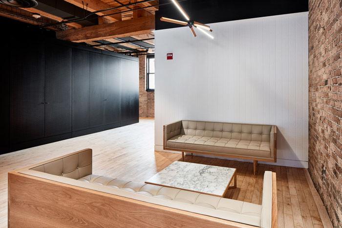 Кирпичная стена в интерьере офиса