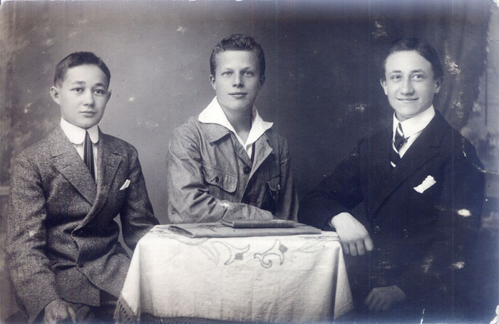 links Alfred rechts sein Freund Adolf Rumbolz (Foto: Bernhard Rumbolz)