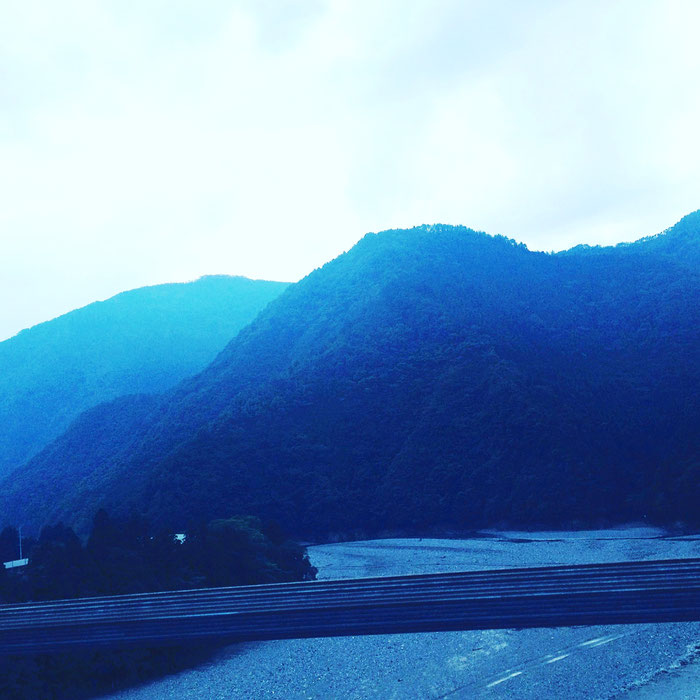 十津川村・谷瀬の吊り橋上より
