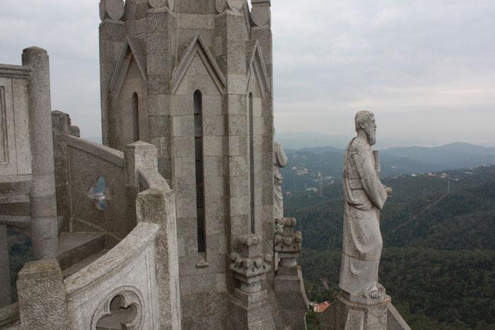Храм Святого Сердца - подъем на лифте