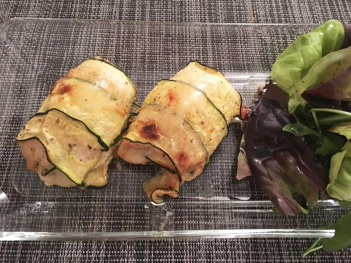 Zucchini-Rollen gefüllt mit Hühnchen-Brust