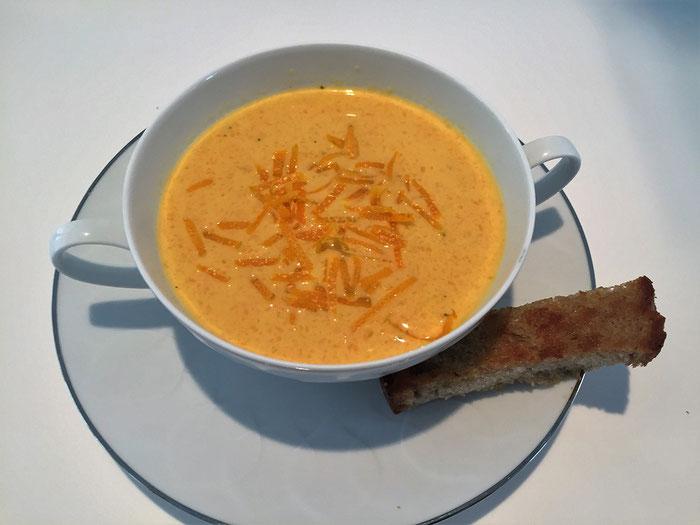 Kalte Karotten-Orangensuppe mit Ingwer