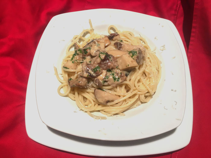 Spaghetti an Pilzrahmsauce