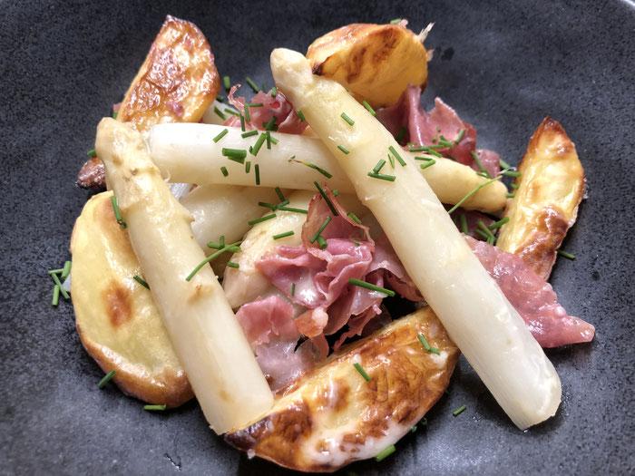 Spargel mit Ofenkartoffeln