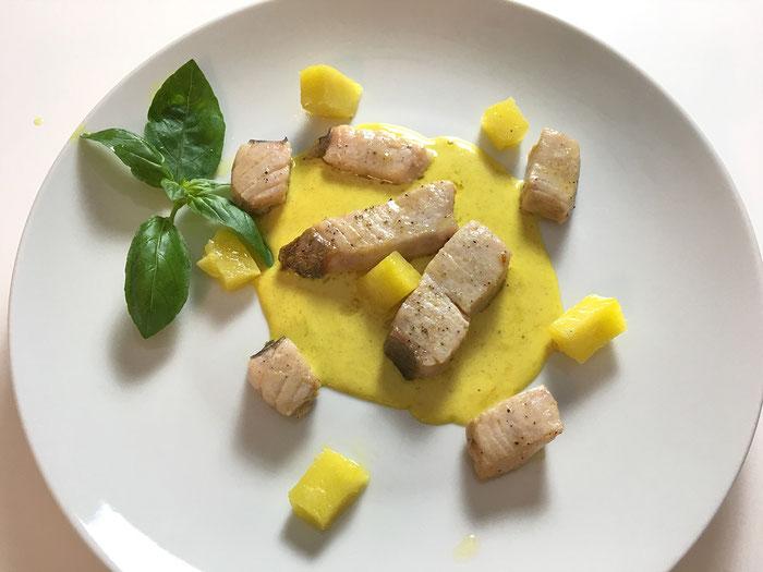 Mondfisch an Currysauce mit frischer Ananas