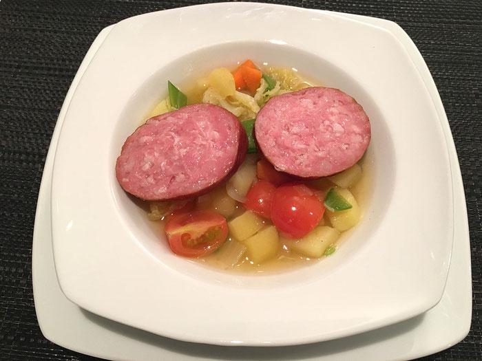 Gemüsesuppe mit Saucisson