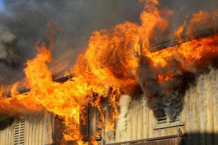 Großbrand Haus Matt