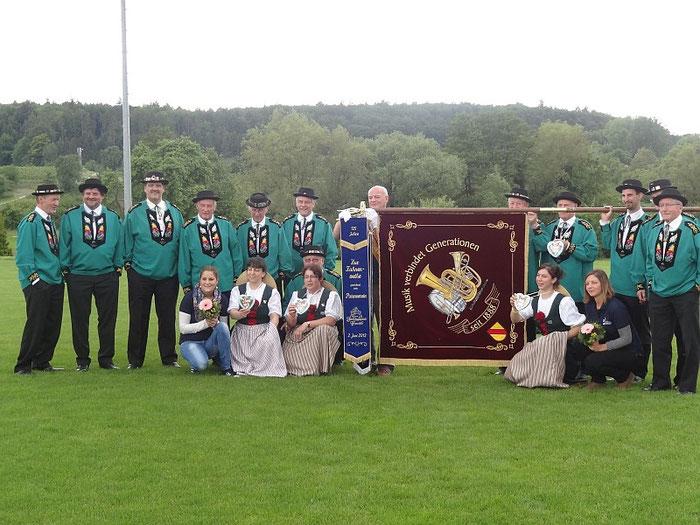 Vereinsfahne Musikverein Dingelsdorf mit Jodel-Doppelquartett Frauenfeld