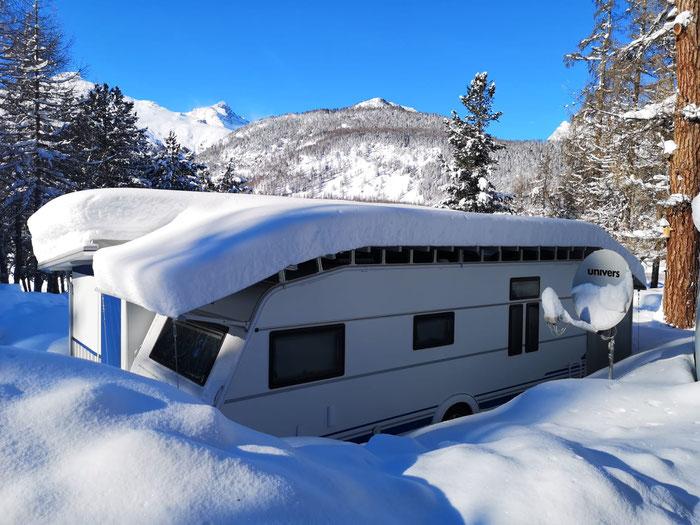 so schön kann der Winter sein! Polar Wohnwagen von Frau B. und Herr S. auf dem Camping Gravatscha, Fotograf: Hr. Morgenthaler