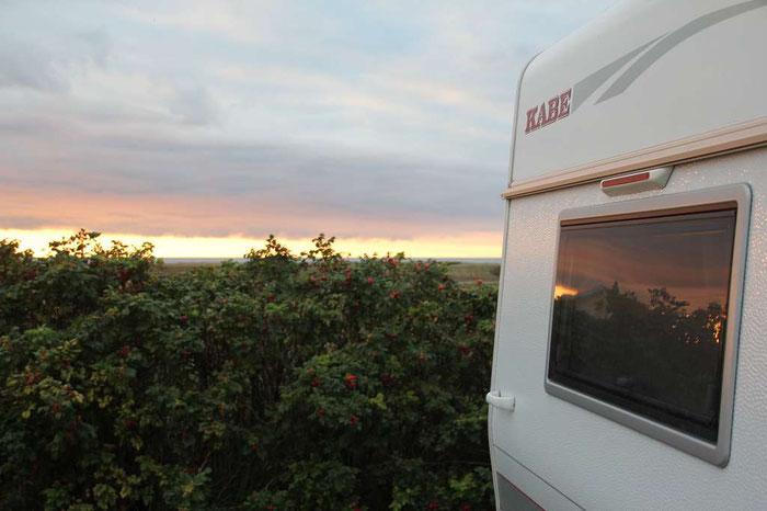 ein Foto mit unserem KABE - Sonnenuntergang an der Westküste von Dänemark - Grüsse, Familie D.