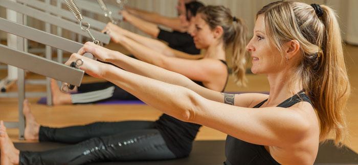 Pilates Gruppenstunden mit dem Push-Trough-Bar in Romanshorn mit Fabienne