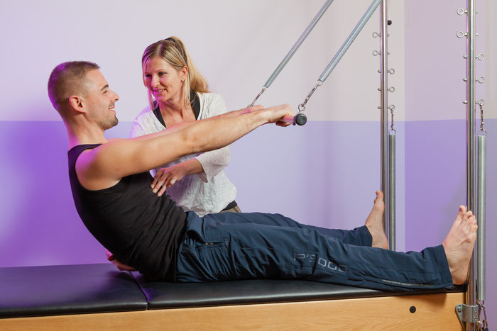 Pilates Personaltraining: Roll-Down am Caddy