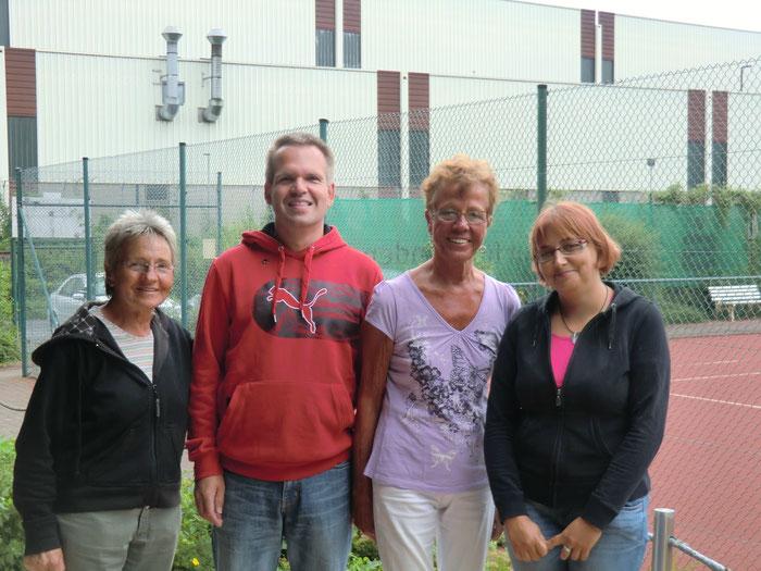 Unsere 1. Vorsitzende Daniela Poberzin mit den 3 Turniersiegern Hildegard Unterberg, Markus Lenze und Christel Bartl