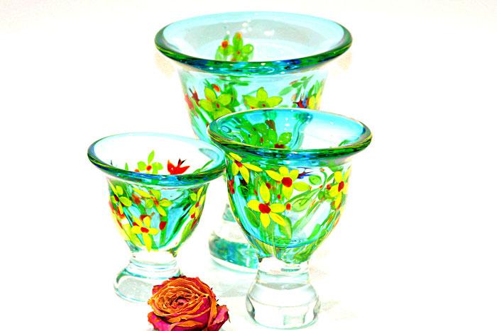 Handbemalte Blumenvasen aus massiven Glas - von Des Pts