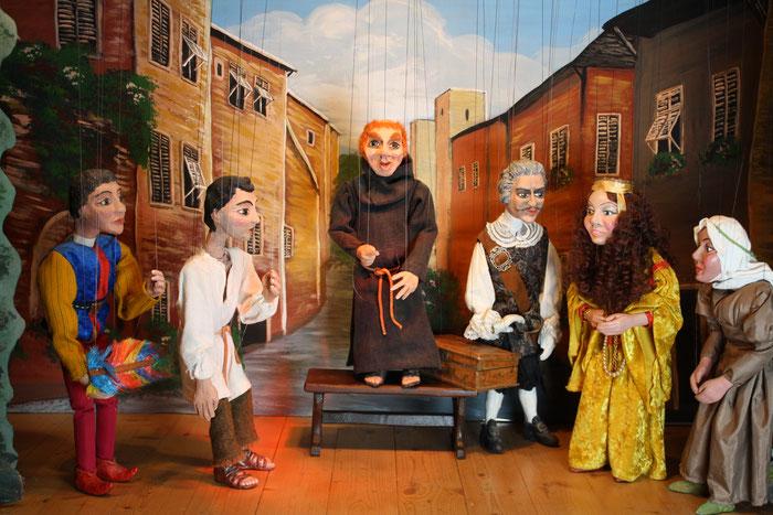 Marionettentheater Märchen an Fäden - Drei frivole Abenteuer aus Boccaccios Dekameron - Fra Cipolla erzählt.