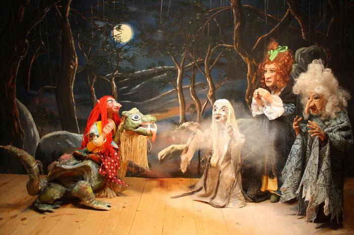 Marionettentheater Märchen an Fäden - Drache Funki und der goldene Hexenbesen - Luri, Funki, Hexen