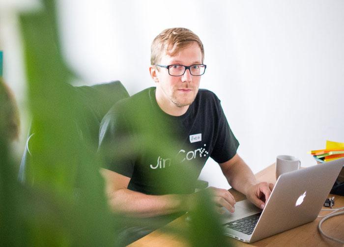 """Enzo está a cargo de los tests de usabilidad en Jimdo.""""Es una herramienta ideal para comprender cómo tus visitas interactúan con tu página""""."""