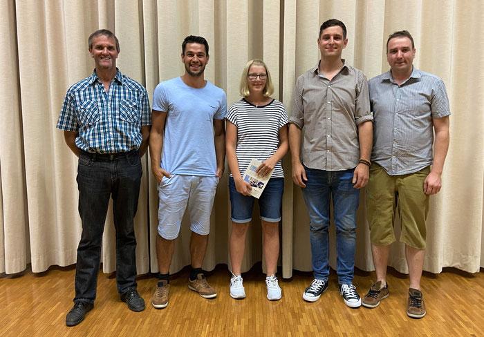 Jubilaren und Neumitglieder der MGO: Markus Beer, Devin Niederberger, Fabienne Furrer, Curdin Casanova und Andy Fankhauser (es fehlt René Stöckli)