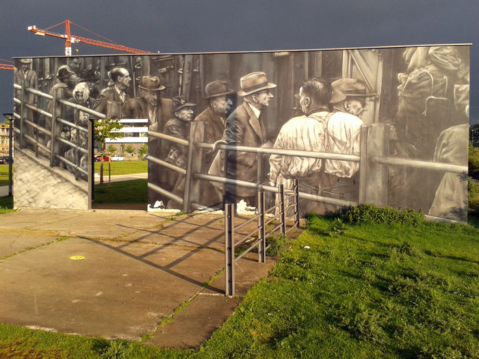 "yorkar street art mural graffiti "" 1942 Schlachthoframpe "" Deportationsmahnmal "" Kulturamt Wiesbaden Aktives Museum ( Wandfarbe und Sprühlacke auf Mauerwerk )"