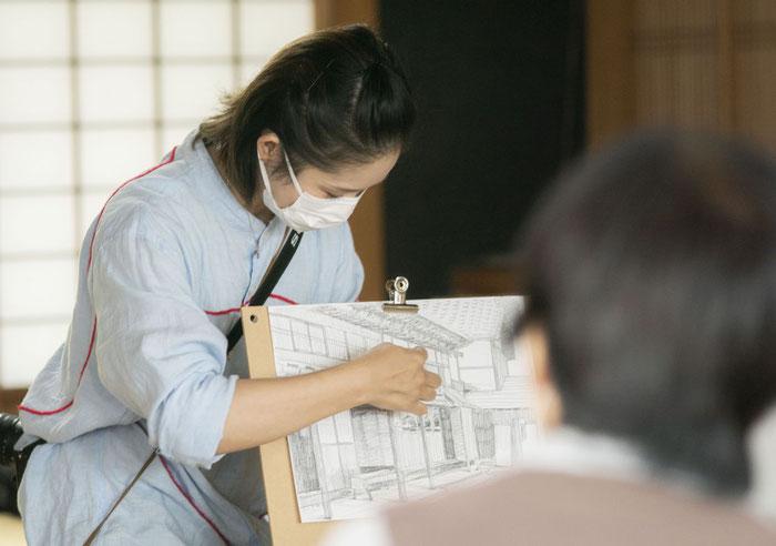 講師の画家・松崎綾子さん。